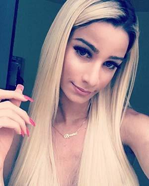 Transexuel blonde à la plastique parfaite